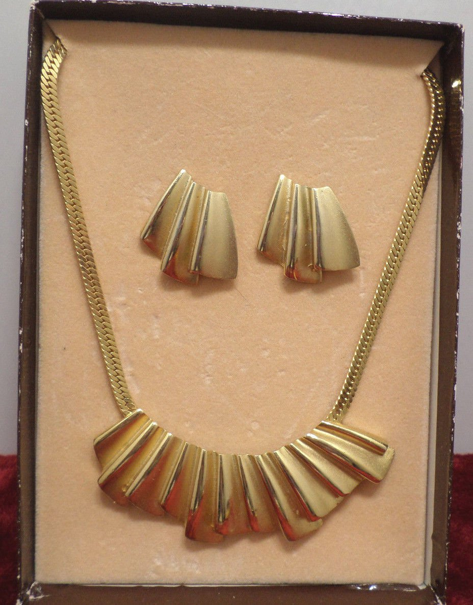 Necklace with Matching Earrings Gold Tone Metal by Styles by Smart in orig box