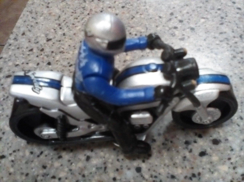 MAISTO 1:18 SCALE SPEEDY DIECAST MOTORCYCLE MODEL W. RACER DOLL