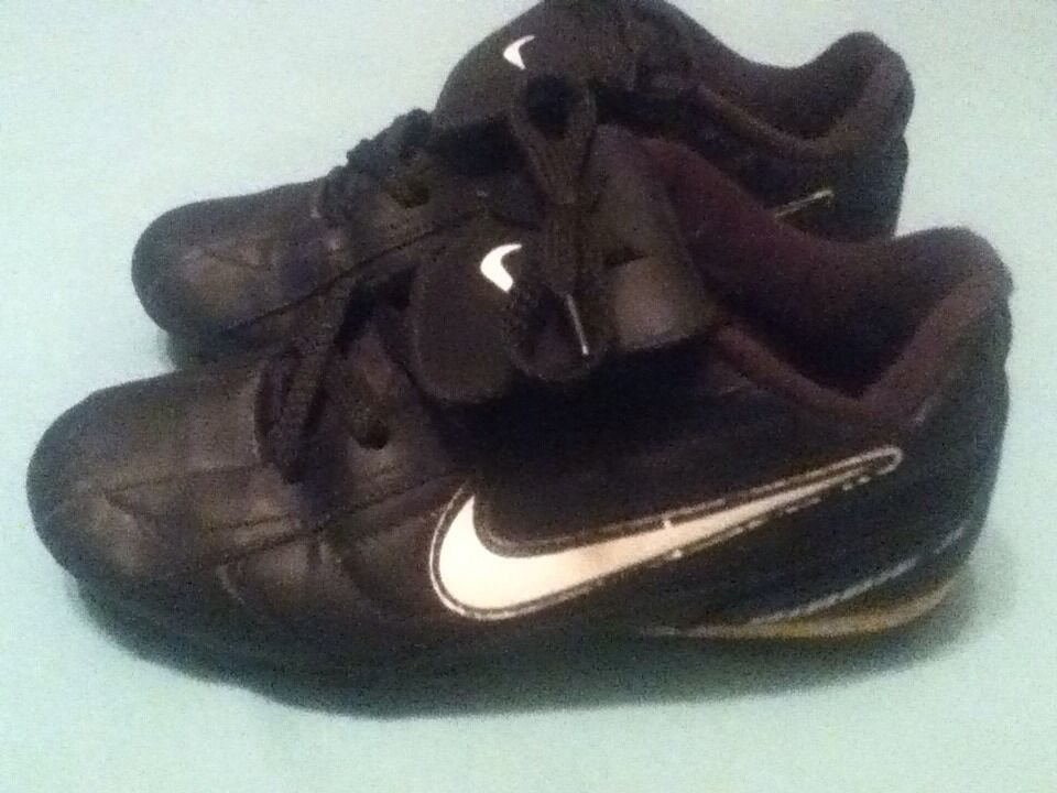 Nike shoes Size 1 Youth baseball softball cleats black sports Boys Girls