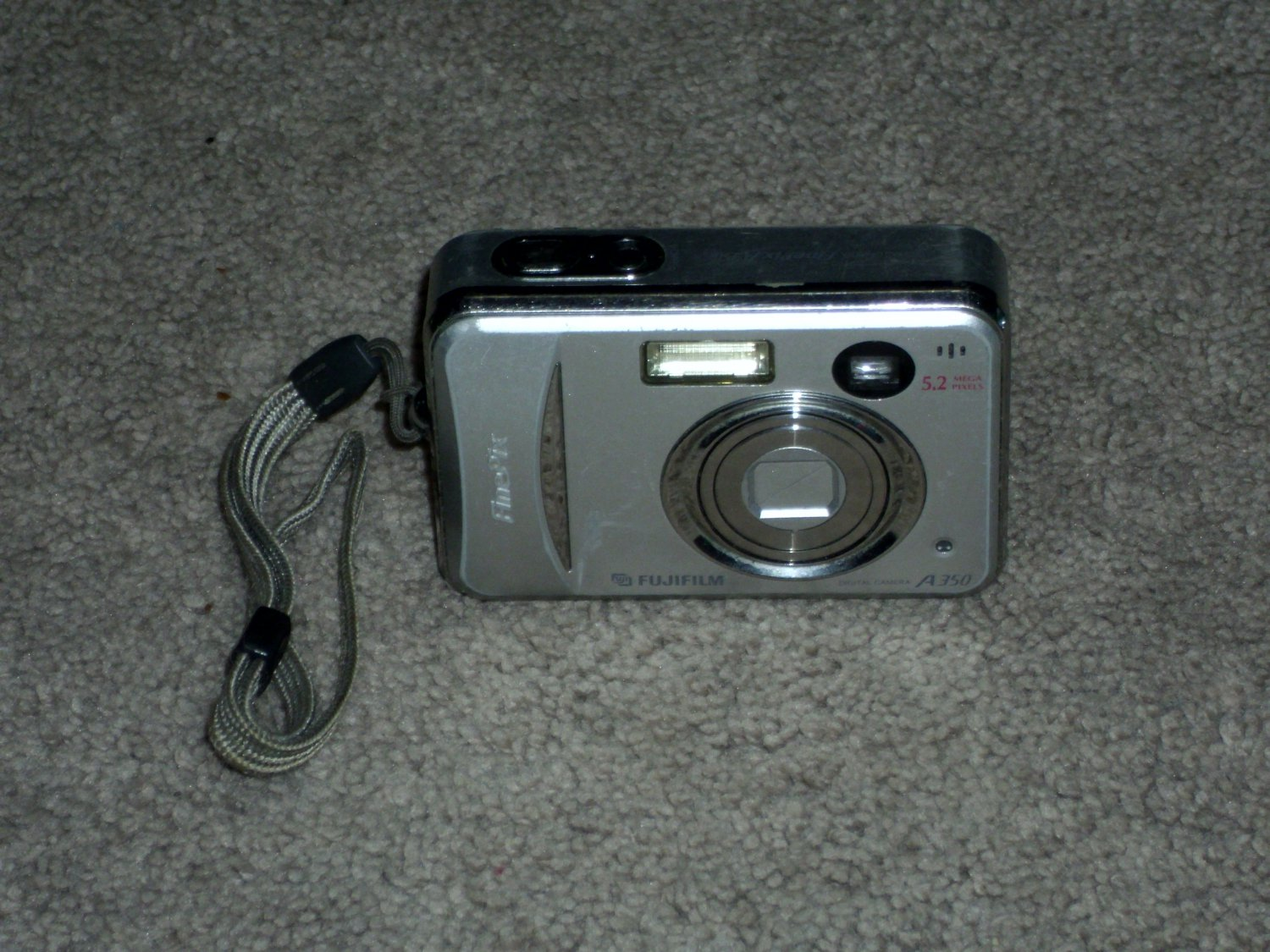 FujiFilm A350 Digital Camera 5.2 Mega Pixels