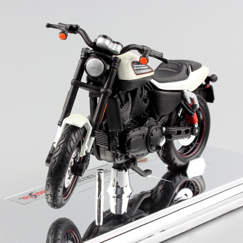 Harley 2011 XR1200X 1:18 Die Cast Metal Motorcycle Model