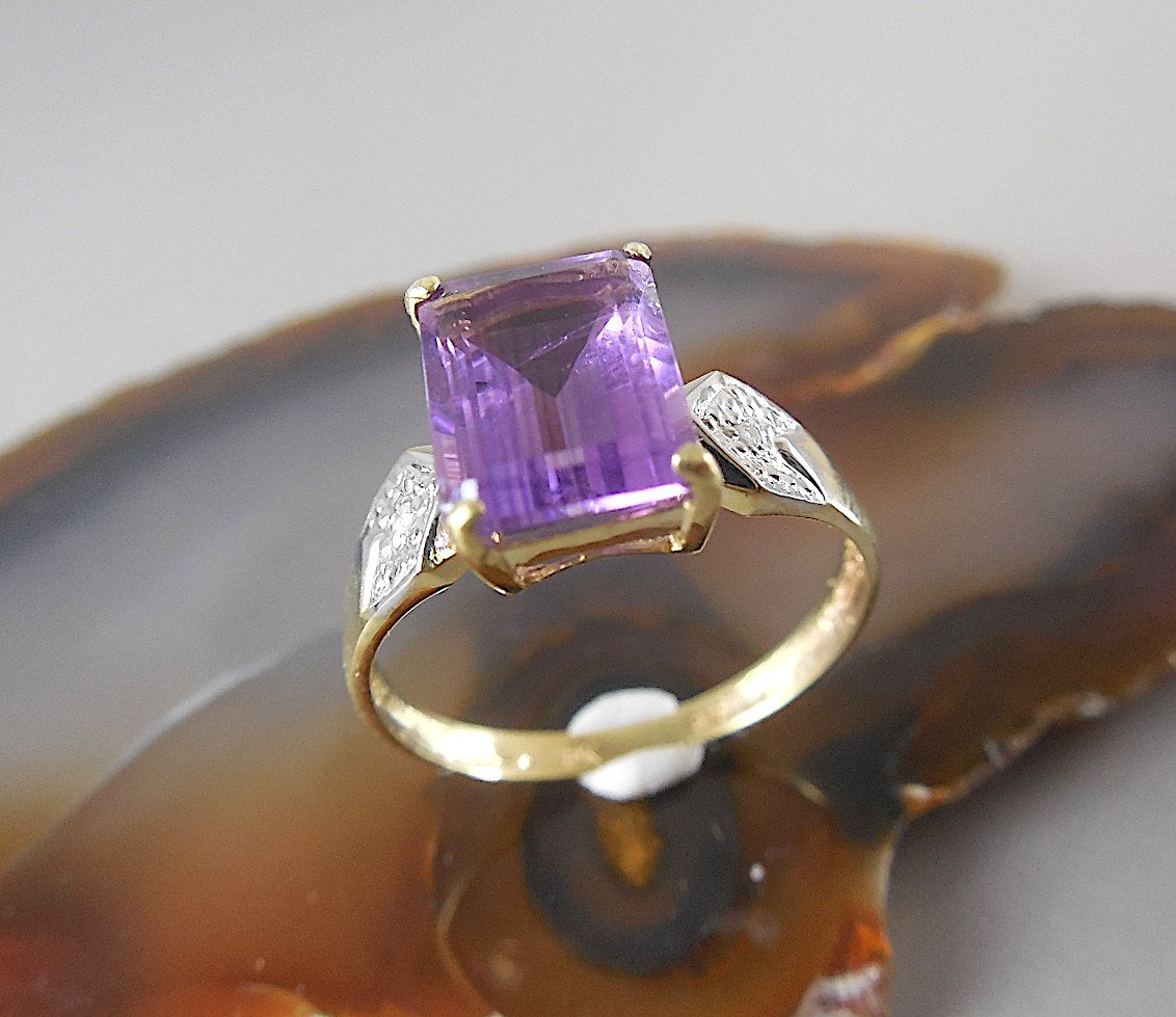 NATURAL EMERALD CUT AMETHYST & DIAMOND RING