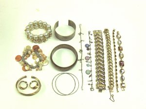 MIXED LOT S- 13 Bracelets: bangles, cuffs, stretchy, chain, silver & gold tones