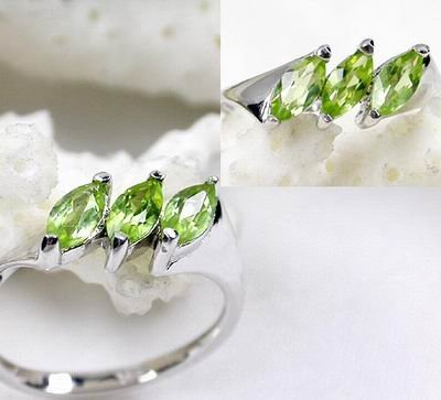 Charming 925 Sterling Silver Lovers' Rings With Natural Emerald