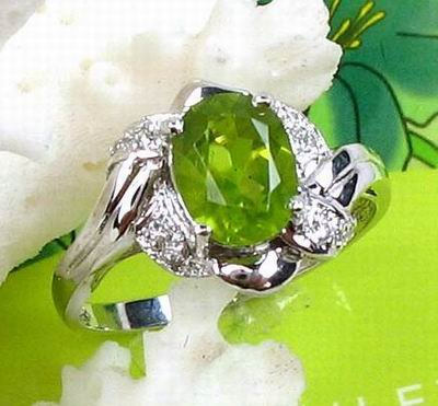 Brand 'LIYING' 925 Sterling Silver Ring with Nature Emerald