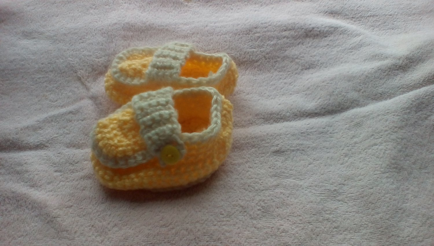 Yellow side buttoned loafers for newborns