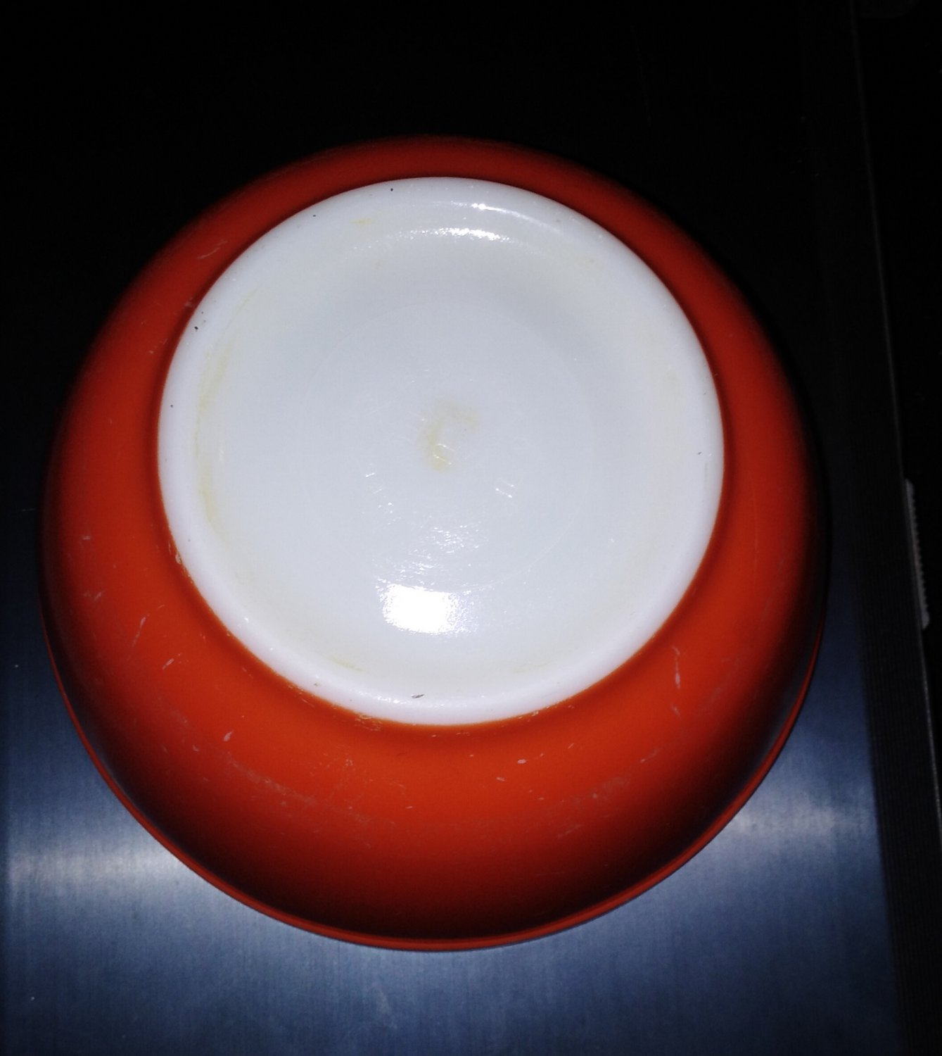 Vintage Pyrex 1950�s red mixing nesting bowl 402 TM REG US PAT OFF 1.5 Quart
