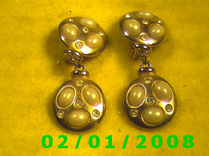 Gold n Pearls Clip On Earrings