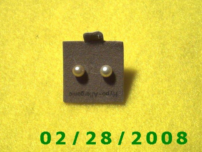 Earrings Hypo Allergenic 2 mm Pearl