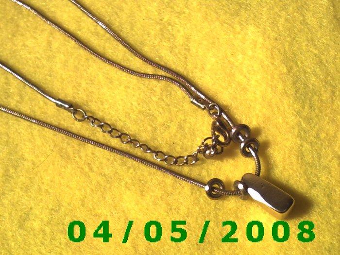 Gold Necklace w/ Pendant    E5005
