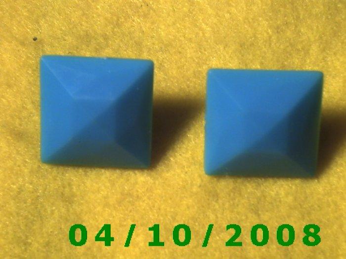 Square Green Pierced Earrings    Q007