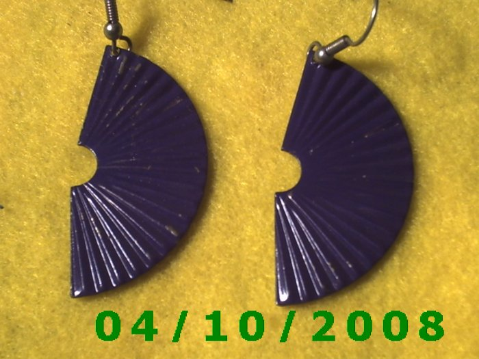 Purple Fan Pierced Earrings     Q009