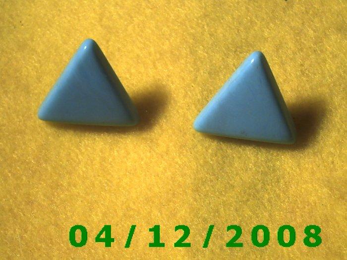Green Triangles Pierced Earrings      Q1001