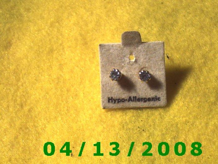 Blue Stud Pierced Earrings         Q2032