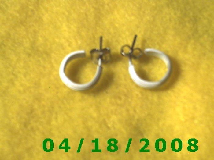 White Hoop Pierced Earrings        Q3003