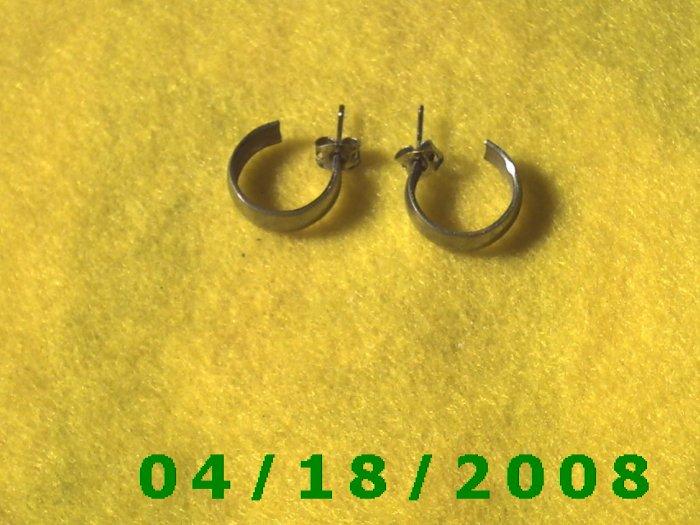Silver Hoop Pierced Earrings        Q3A003