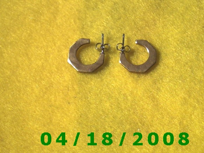 Brass Hoop Pierced Earrings        Q3A005