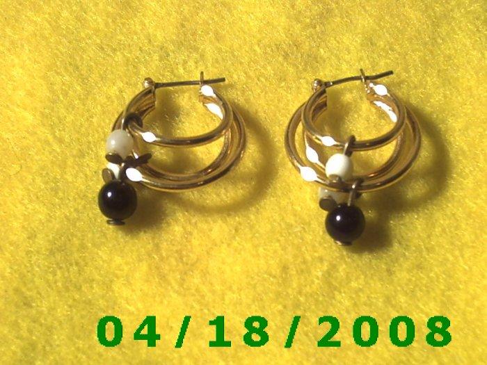 Gold Hoop Pierced Earrings w/Beads   Q3A008