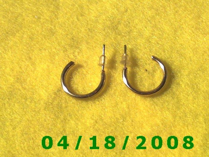 Gold Hoop Pierced Earrings    Q3A010