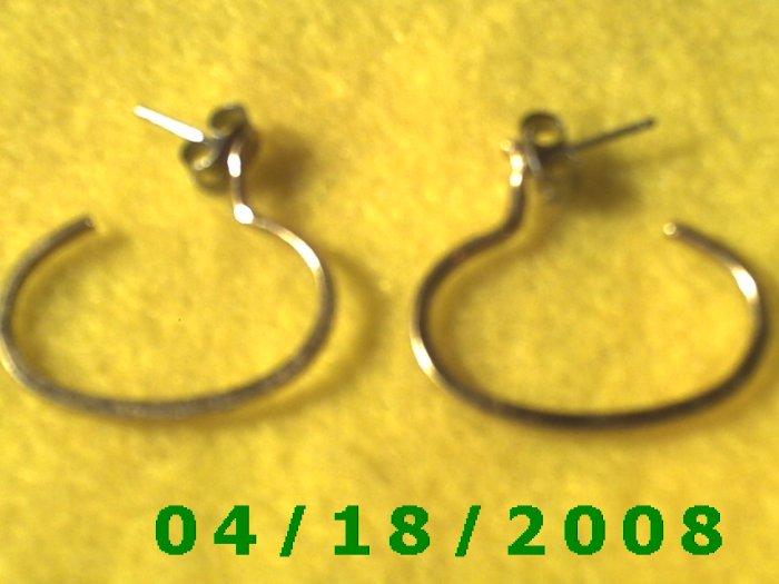 Gold Hoop Pierced Earrings    Q3020