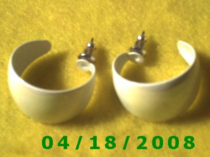 White Hoop Pierced Earrings     Q3024