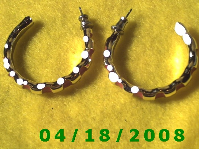 Silver and Red Hoop Pierced Earrings    Q3029
