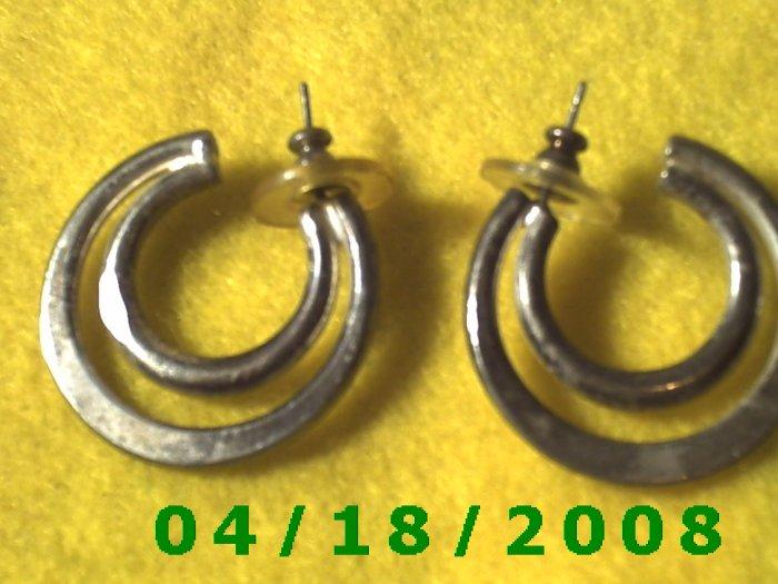 Silver Hoop Pierced Earrings    Q3031