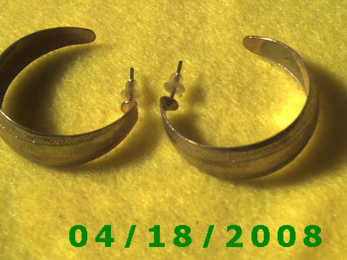 Silver Hoop Pierced Earrings    Q3033