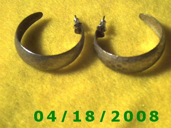 Silver Hoop Pierced Earrings    Q3036