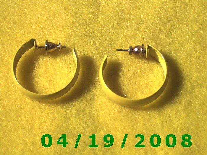 Yellow Hoop Pierced Earrings     Q3047