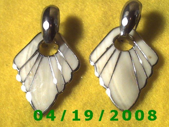 Gold Pierced Earring w/Shell    Q3050