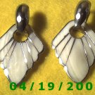 Gold Pierced Earring w/Shell    Q3050
