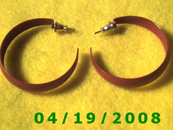 Red Hoop Pierced Earrings    Q3055