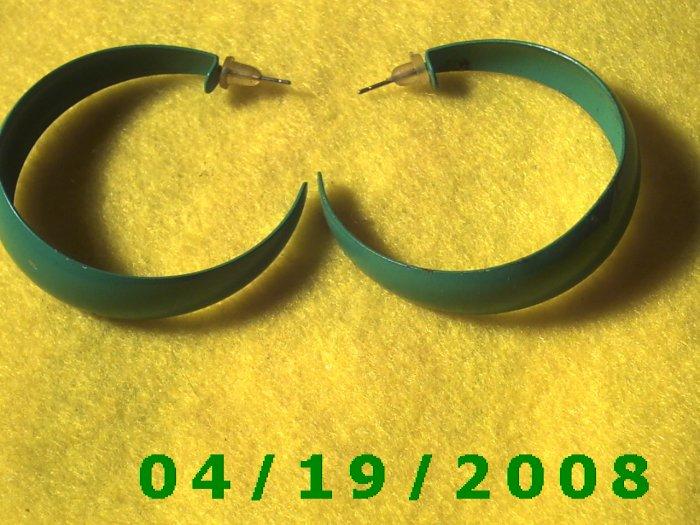 Green Hoop Pierced Earrings    Q3056
