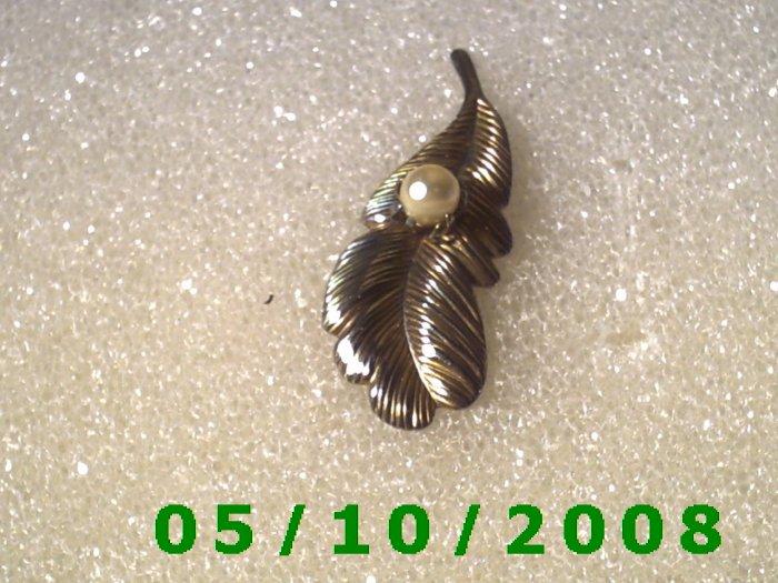 Gold Leaf w/Pearl Pin  A077