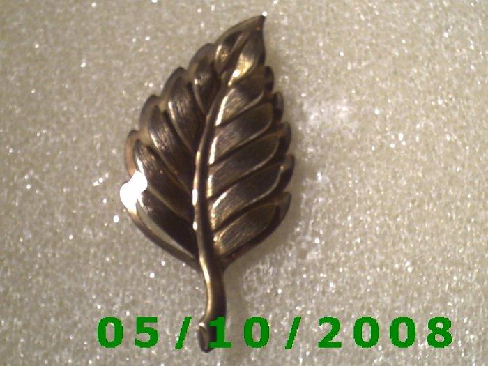 Gold Leaf Pin  A082