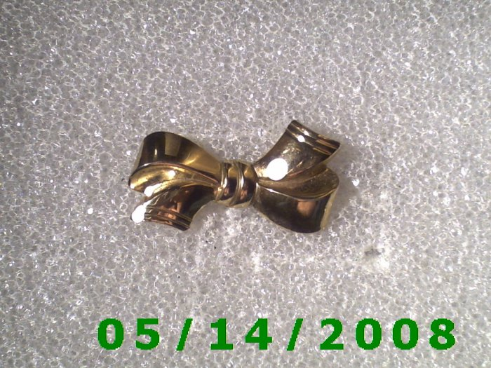 Gold Bow Pin    B032