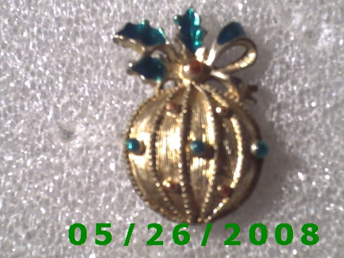 Silver Ornament with Holly Pin     C007