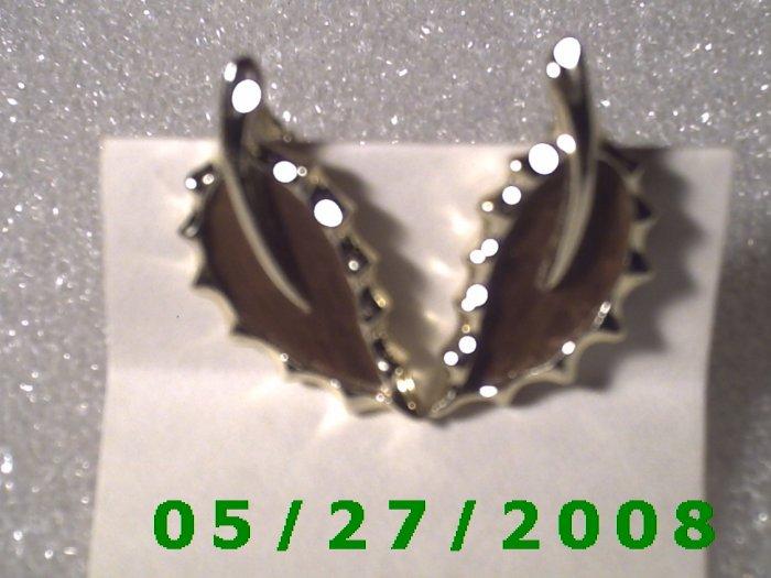Silver Leaf, Clip On Earrings  D015 1011