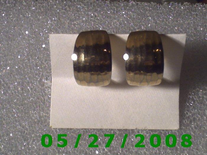 Silver w/Screw back Earrings    D012