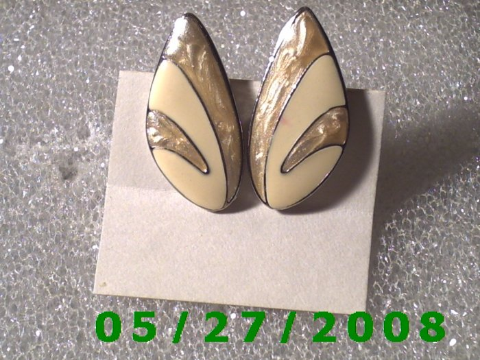 Silver Clip On Earrings    D020