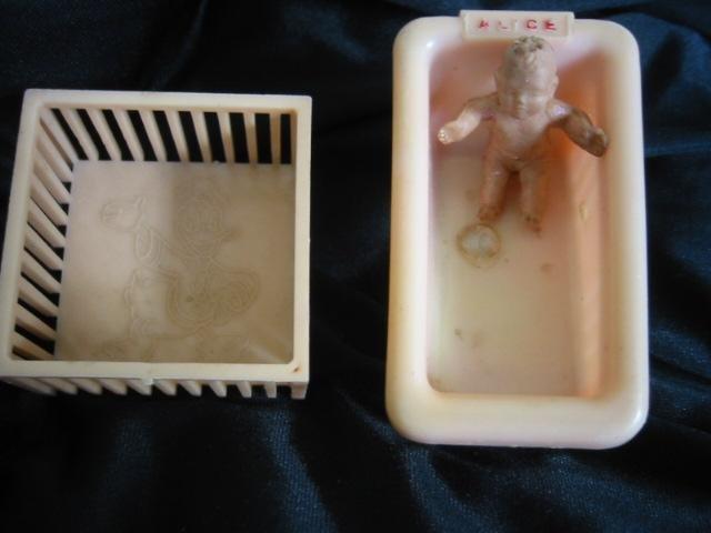 vintage doll-house Furniture Alice Baby, Bathtub Donald Duck Playpen
