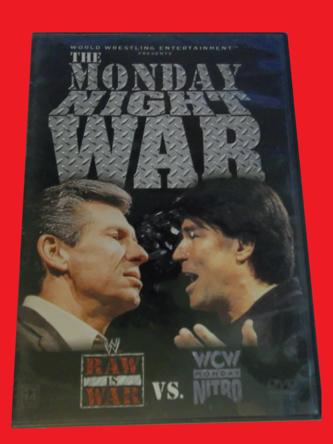 THE MONDAY NIGHT WAR (FREE DVD & FAST SHIPPING) HULK HOGAN (TV/WRESTLING, WWE)