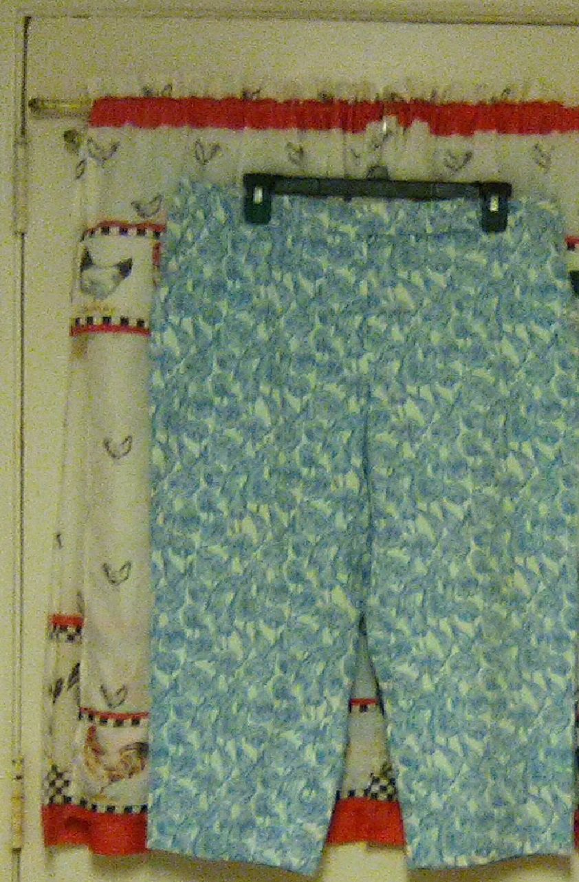 IZOD Blue Flowers Shorts / Capri Size 14 Knee Length