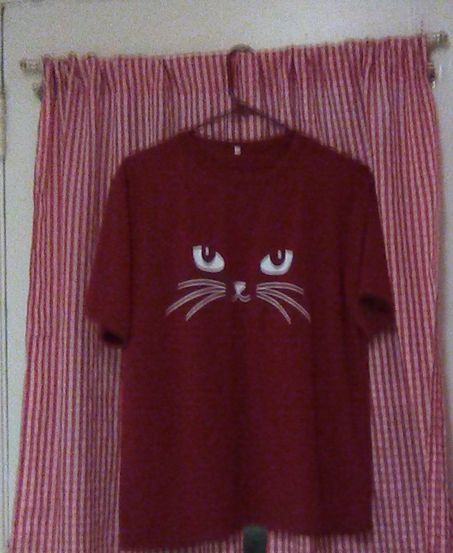 Moroon Kitty Eyes T-Shirt Size Large  Short Sleeves Free Shipping