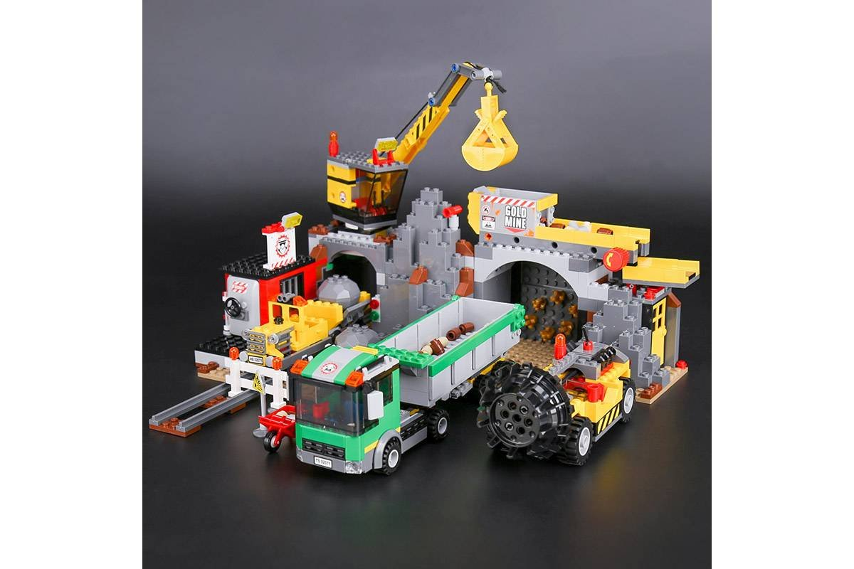 02071 The Mine City Series 838pcs 4204 Lego Compatible Building Blocks