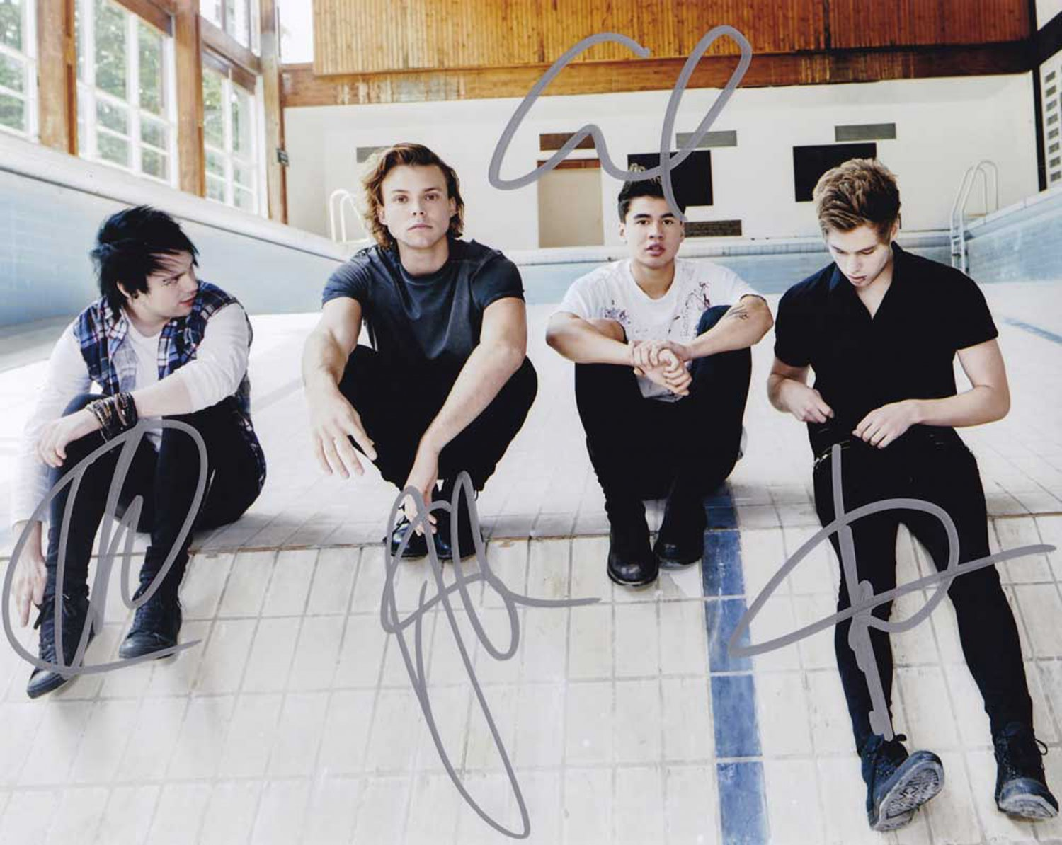 """5 Seconds of Summer 8 x 10"""" Autographed Photo Hemming's, Hood, Crawford, Irwin - (RP:01)"""
