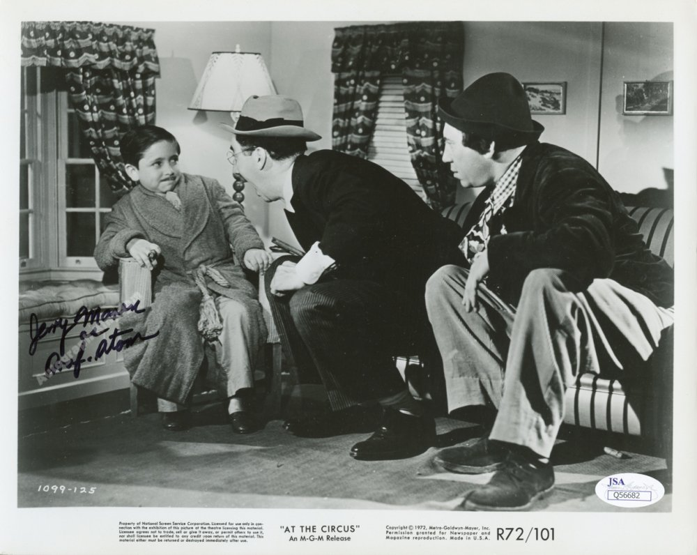 """Jerry Maren """"At The Circle"""" 8 x 10"""" Autographed Photo (Ref:1110)"""