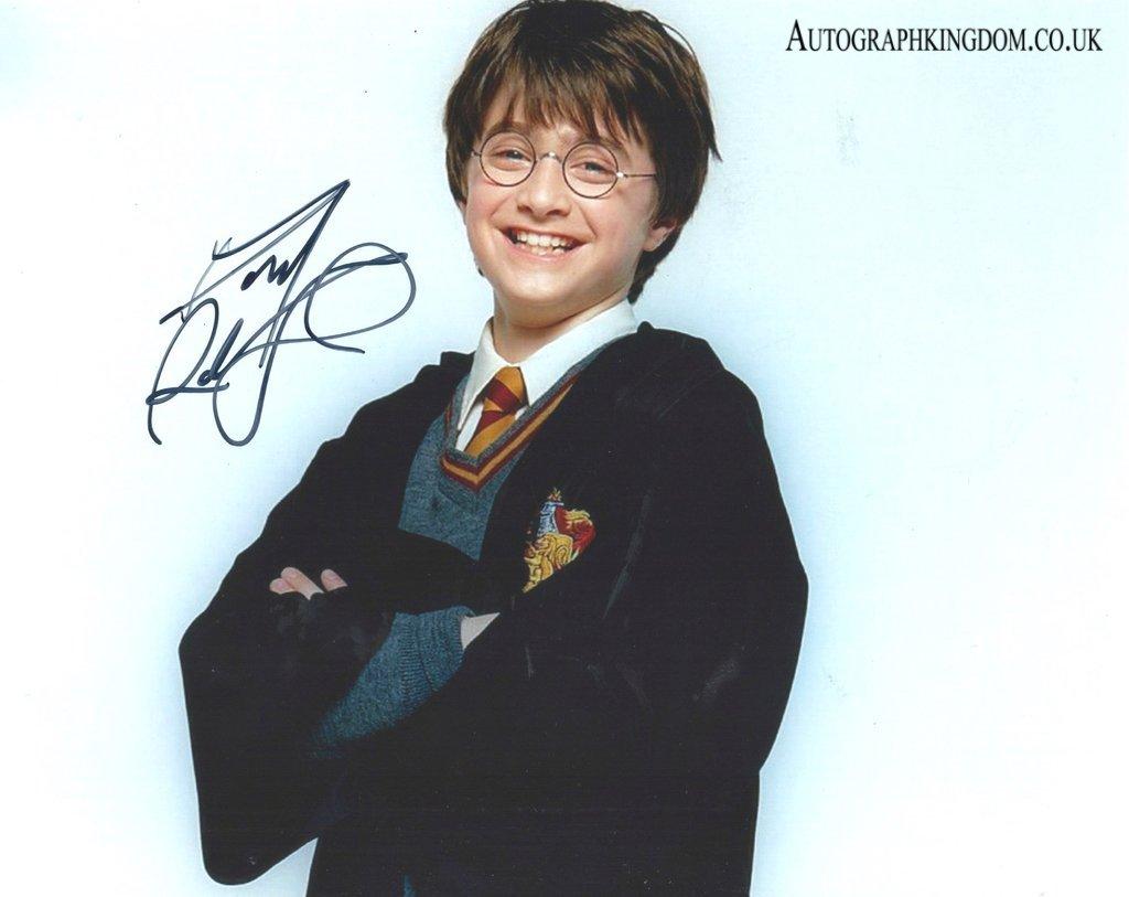 "Daniel Radcliffe Harry Potter / The Women in Black 8 x 10"" Autographed Photo (Reprint 2122)"