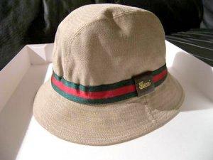 219e50dc2b4 Gucci biege bucket hat with red green stripe trim (S)